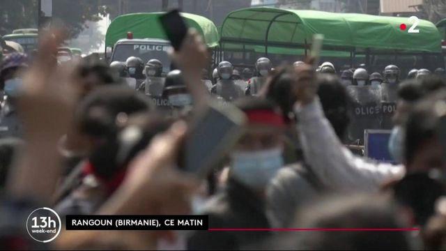 Birmanie : le peuple proteste de manière pacifique