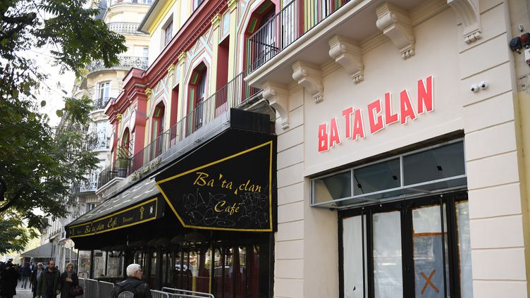 La façade du Bataclan le 27 octobre 2016.  (MARTIN BUREAU / AFP)