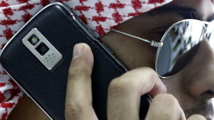 Un Saoudien et son BlackBerry - 03/08/10 (AFP Amer Hilabi)