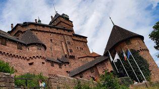 Vue du Château du Haut Koenigsbourg àOrschwiller (Bas-Rhin). L'un des emblèmes de l'Alsace. (AURÉLIE LAGAIN / RADIO FRANCE)