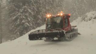 Il est tombé plus d'un mètre de neige par endroits dans les Pyrénées, de quoi engendrer des risques accrus d'avalanches et obliger à la plus grande des précautions.  (FRANCE 3)