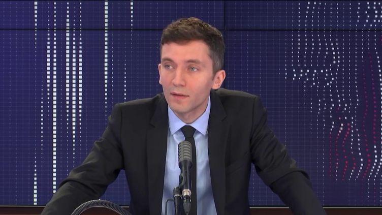 """Julien Sanchez, porte-parole du Rassemblement national, était l'invité du """"8h30 franceinfo"""", vendredi 6 août 2020. (FRANCEINFO / RADIOFRANCE)"""