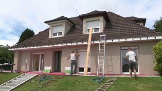 Parmi les propositions de la Convention citoyenne sur le climat, la rénovation énergétique des logements pourrait être appliquée rapidement. L'exécutif veut en faire une priorité. Les propriétaires s'inquiètent. (FRANCE 3)