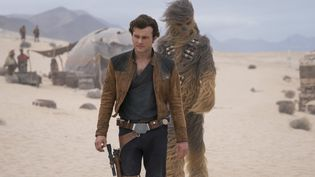 """Alden Ehrenreich et Joonas Suotamo dans """"Solo : A Star Wars Story"""" de Ron Howard  (2018 Lucasfilm Ltd. & ™, All Rights Reserved. / Jonathan Olley  Stars Alden Ehrenreich, Joonas Suotamo)"""
