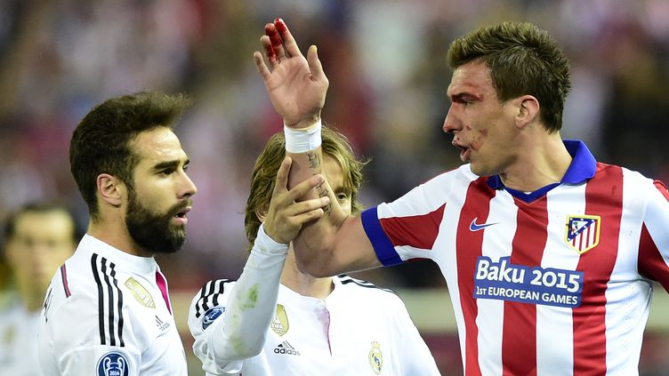Dani Carvajal et Mario Mandzukic se sont livrés un duel de tous les instants (GERARD JULIEN / AFP)