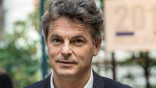 Le député du Nord Fabien Roussel dans les studios de France 3 à Lille (Nord), le 2 décembre 2015. (PHILIPPE HUGUEN / AFP)