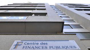 La façade du Centre des finances publiques du 16ème arrondissement de Paris, le 22 juillet 2010 à Paris. (BERTRAND LANGLOIS / AFP)