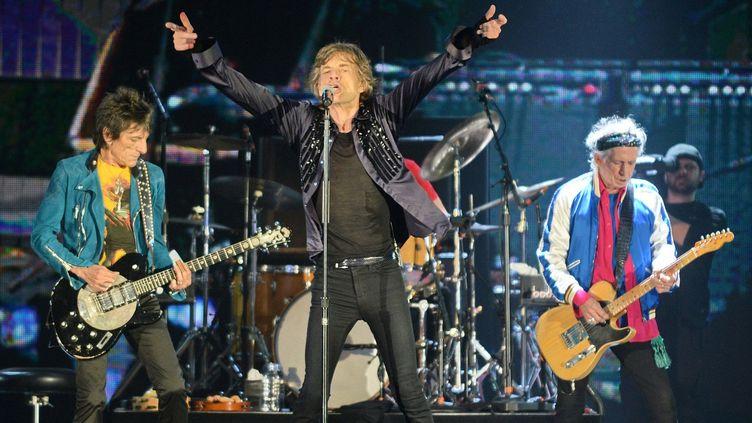 """Les Rolling Stones, ici le 15 mars dernier à Singapour, étape de leur tournée """"14-on-Fire""""  (ROSLAN RAHMAN / AFP)"""