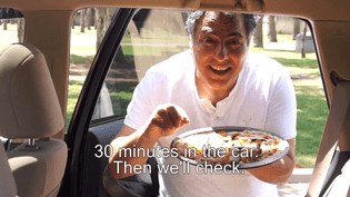 Capture d'écran d'une campagne d'une ONG israélienne, diffusée sur YouTube le 28 mai 2015, pour sensibiliser aux dangers liés au fait de laisser un enfant dans une voiture en plein soleil. (בטרם לבטיחות ילדים / YOUTUBE)