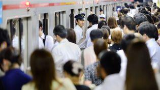 Dansune station de métro de Tokyo, la capitale japonaise, le 12 juillet 2013. (TORU YAMANAKA / AFP)