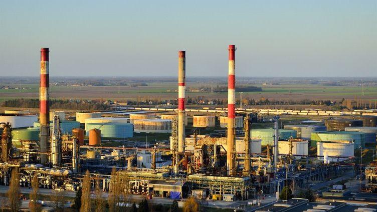 La raffinerie de Grandspuits, en Seine-et-Marne, le 16 mai 2012. (LIONEL LOURDEL / PHOTONONSTOP / AFP)