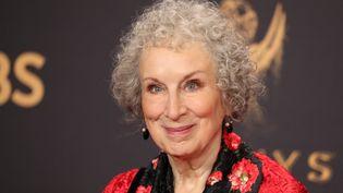 Margaret Atwood pose lors de la cérémonie des Emmy Awards, le 17 septembre 2017, à Los Angeles (Californie, Etats-Unis). (LUCY NICHOLSON / REUTERS)