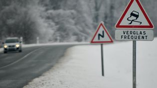 Météo-France a placé quatre départements du sud de la France en vigilance orange vent et neige et verglas,dimanche 12 février 2017. (MAXPPP)