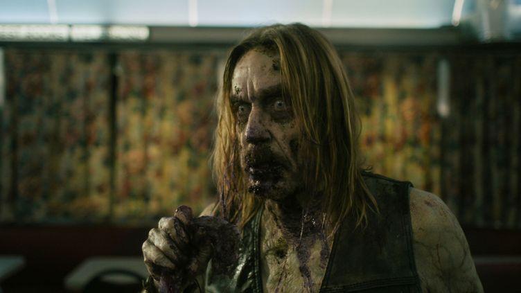 """Iggy Pop en Zombie dans le film de Jim Jarmush """"Dead Don't Die"""" (2019) (Copyright Abbot Genser / Focus Features / Image Eleven Productions, Inc.)"""
