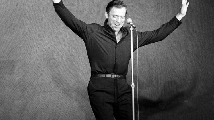 Yves Montand sur la scène de l'Olympia le 20 septembre 1968 (PATRICE PICOT / GAMMA-RAPHO)