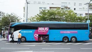 Un bus Ouibus, le 30 mai 2017 à la gare de Paris Bercy. (DENIS MEYER / HANS LUCAS / AFP)