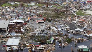 Une photographie aérienne publiée le 4 septembre 2019 par le ministère de la Défense britannique montre des débris et des destructions à la suite de l'ouragan Dorian sur l'île de Great Abaco au nord des Bahamas. (LPHOTO PAUL HALLIWELL / MOD / AFP)