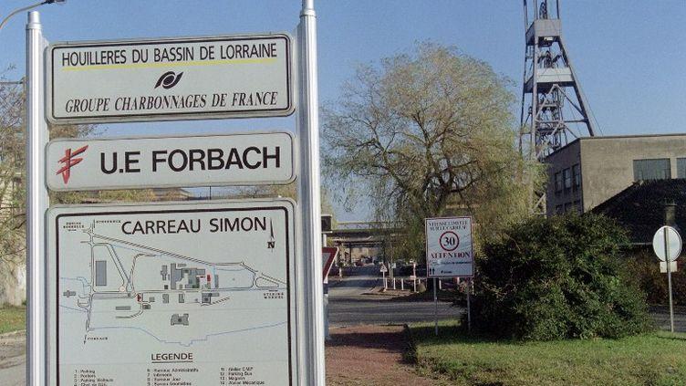 L'entrée du bassin houiller de Forbach (Moselle), le jour de sa fermeture, le 26 novembre 1997. (FRANCK FIFE / AFP)
