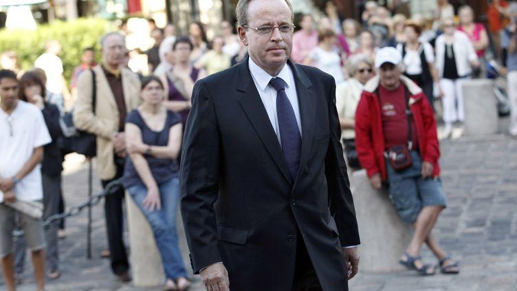 L'ancien ministre de la Culture Renaud Donnedieu de Vabres arrive à l'église Saint-Germain-des-Prés à Paris, le 7 juillet 2010. (GUILLAUME BAPTISTE / AFP)