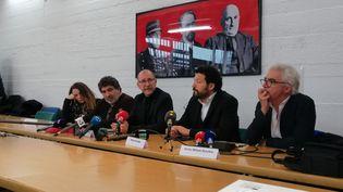 La famille deCédric Chouviatlors d'une conférence de presse, mardi 7 janvier 2020, dans les locaux de la Ligue des droits de l'homme. (FLAVIEN GROYER / RADIO FRANCE)