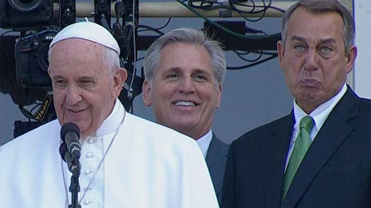 Le pape François (à gauche) et le président de la chambre des représentants des Etats-Unis, le républicain John Boehner, le 24 septembre 2015 à Washington DC. (  REUTERS)