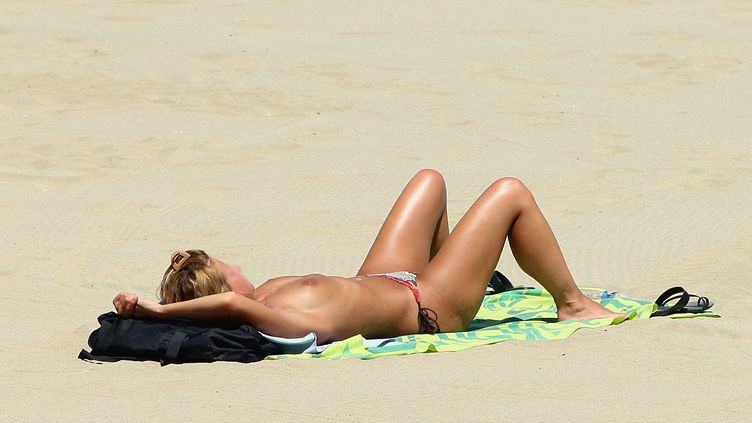 Le topless en net recul en France selon le dernier sondage Ifop. (MICHEL CLEMENTZ / MAXPPP)