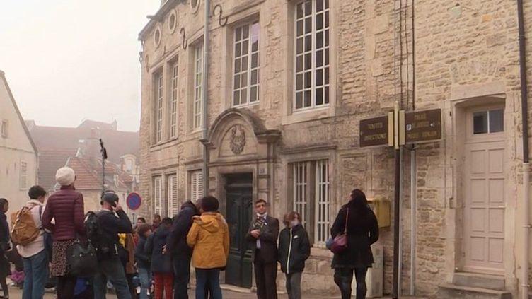 La Haute-Marne compte bien profiter des envies de ruralité des Parisiens. Le département a organisé, durant le week-end du samedi 16 et dimanche 17 octobre, des visites de son territoire pour donner envie à des familles de s'y installer.  (CAPTURE D'ÉCRAN FRANCE 3)
