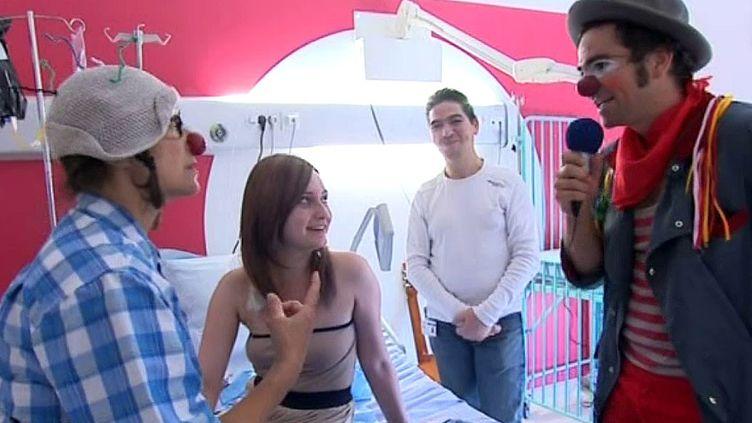 L'école Rire médecin a formé une soixantaine de clowns depuis 2011.  (capture d'écran France 3 / Culturebox)