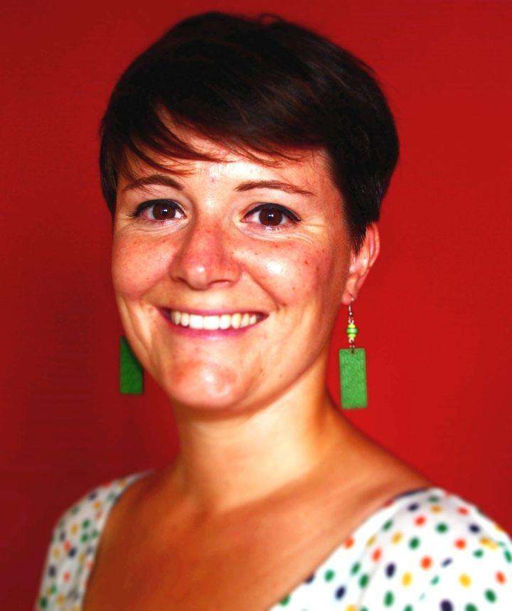 """Florence Siguret, guide française à Barcelone : """"La mairie essaie d'ailleurs d'impulser une nouvelle forme de tourisme, en tout cas de sélectionner les activités proposées, plus de qualité en fait"""" (www.barcelona-autrement.com)"""