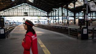 La gare Saint-Lazare, un jour de grève, le 19 avril 2018.  (CHRISTOPHE SIMON / AFP)