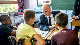 Le ministre de l'Éducation nationale, Jean-Michel Blanquer, le 26 juin 2017, à l'école Paul Claudel de Tourcoing (Nord). (PHILIPPE HUGUEN / AFP)
