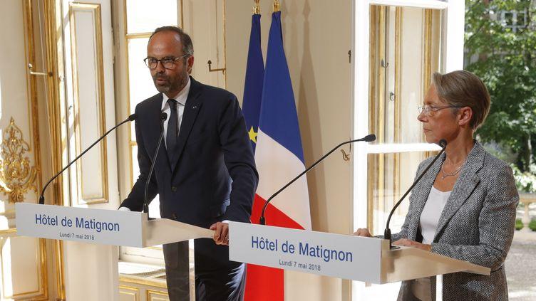 Edouard Philippe et Elisabeth Borne, le 7 mai 2018, à Matignon, à Paris. (PHILIPPE WOJAZER / AFP)
