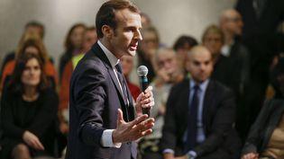Emmanuel Macron échange avec des Français lors d'un débat citoyen, àBourg-de-Péage(Drôme), le 24 janvier 2019. (EMMANUEL FOUDROT / AFP)