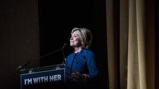 Hillary Clinton, candidate aux primaires démocrates, s'exprime lors d'une collecte de fonds à New York (Etats-Unis), le 2 mars 2016. (ANDREW RENNEISEN / GETTY IMAGES NORTH AMERICA / AFP)