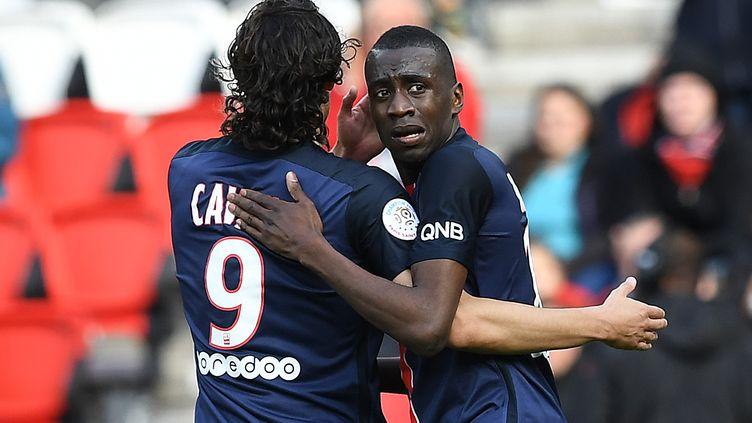 Les joueurs du PSG Blaise Matuidi et Edinson Cavani (FRANCK FIFE / AFP)