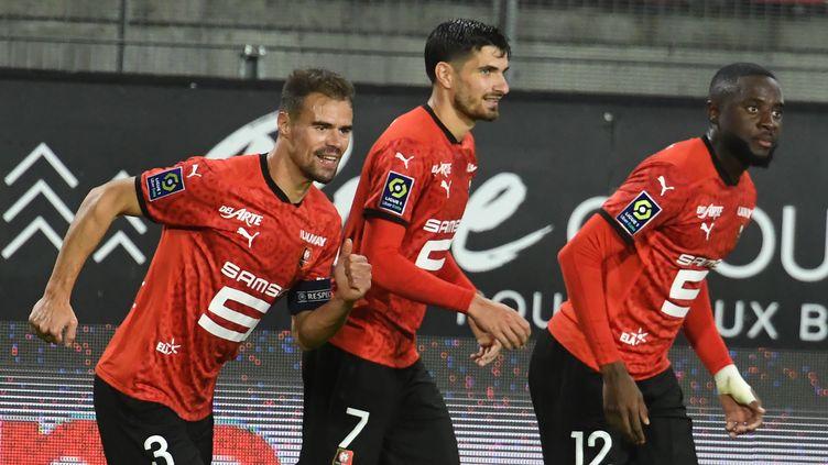 Les Rennais célèbrent le 3e but de la saison de Da Silva (JEAN-FRANCOIS MONIER / AFP)