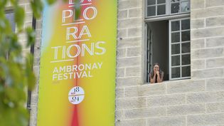 Le sourire deMarina Roche-Lecca, secrétaire générale d'Ambronay, en septembre 2020, heureuse que le festival ait pu maintenir sa 41e édition malgré la crise sanitaire. C'était un mois avant le décret instituant un nouveau confinement. (BERTRAND PICHENE)