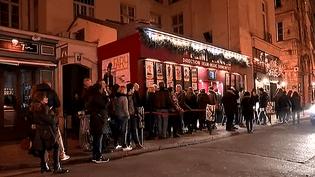 Le Point-Virgule dans le quartier du Marais à Paris affiche complet tous les soirs depuis 1975  (France 3 / Culturebox)