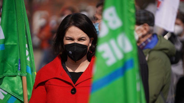 1er mai 2021. Potsdam,capitale du Land de Brandebourg située près de Berlin. La candidate verte Annalena Baerbock en bonne position pour les prochaines élections fédérales de septembre en Allemagne. (JORG CARSTENSEN / DPA / AFP)