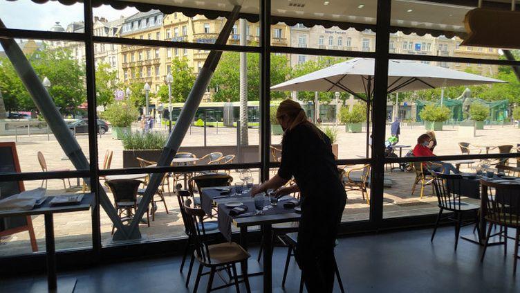 A partir de ce mercredi, il sera de nouveau possible de manger à l'intérieur des restaurants. (NATACHA KADUR / FRANCE-BLEU LORRAINE NORD)