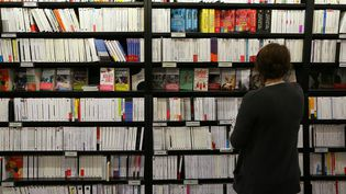Dans une librairie de Rouen, le 15 avril 2016. (CHARLY TRIBALLEAU / AFP)