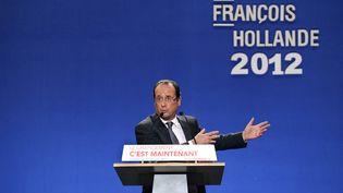 Le candidat du Parti socialiste à l'élection présidentielle de 2012, François Hollande, ici en campagne à Lorient dans le Morbihan, le 23 avril 2012, avant le second tour. (JEAN-SEBASTIEN EVRARD / AFP)
