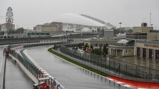 La pluie perturbe le programme avant le GP de Russie de Sotchi. (XAVI BONILLA / XAVI BONILLA)