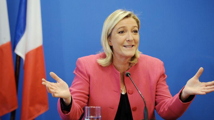 La présidente du front national Marine Le Pen, lors d'une conférence de presse au siège de son parti à Nanterre le 15 octobre 2014. (STEPHANE DE SAKUTIN / AFP)