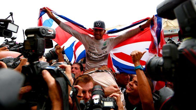 Lewis Hamilton (Mercedes) heureux de pouvoir fêter son troisième titre de champion du monde de Formule 1 ! (CLIVE MASON / GETTY IMAGES NORTH AMERICA)