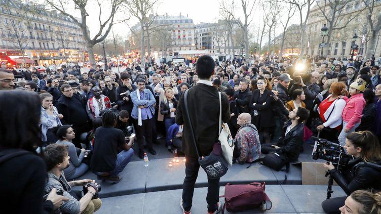 Des manifestants protestant contrela mort d'un ressortissant chinois, place de la Républiqueà Paris, le 30 mars 2017. (FRANCOIS GUILLOT / AFP)