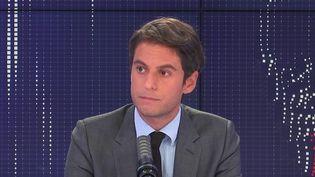 Gabriel Attal, porte-parole du gouvernement, était l'invité de franceinfo, jeudi 2 septembre 2021. (FRANCEINFO / RADIOFRANCE)