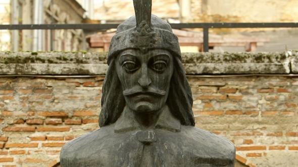 Buste de Vlad III, dit Vlad Tepes, alias Dracula, résidence de Curtea Vechel, Roumanie  (BODGAN CRISTEL/REUTERS)