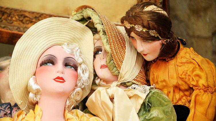 Des poupées au Musée des poupées et des jouets anciens à l'Isle-sur-la-Sorgue (Vaucluse). (RICHARD MOUILLAUD / MAXPPP)