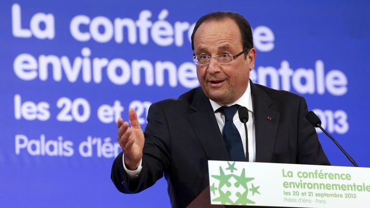 Le président de la République, François Hollande, prononce le discours d'ouverture de la deuxième conférence environnementale, le 20 septembre 2013, à Paris. (CHARLES PLATIAU / AFP)